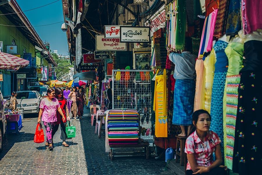 Shopping in Bogyoke Aung San Market in Yangon