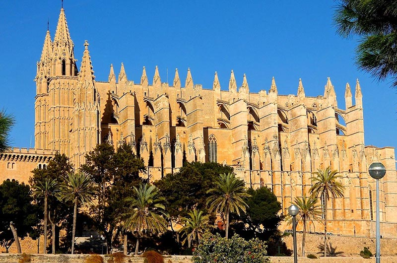 Explore Catedral de Mallorca in Palma Old Town