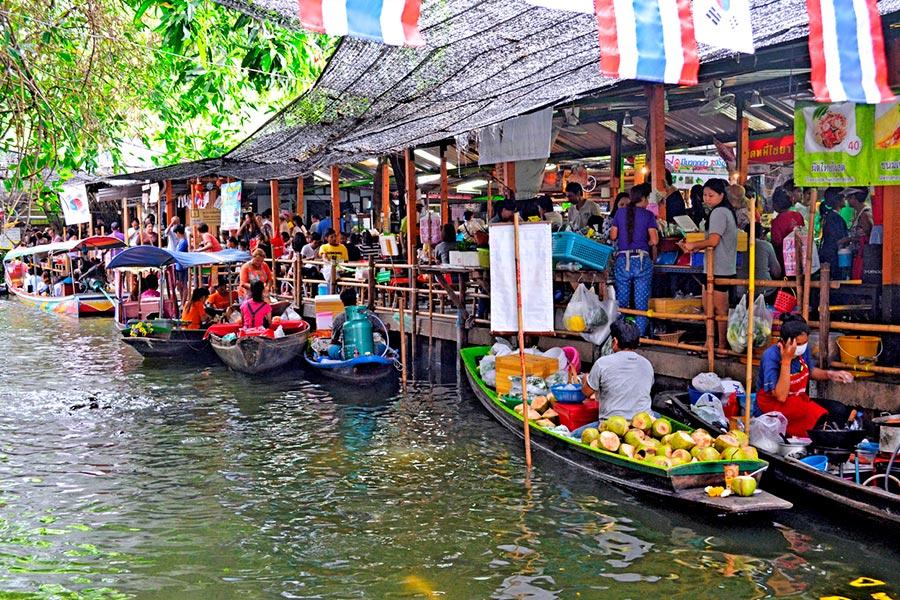 Khlong Lat Mayom Floating Market near Bangkok