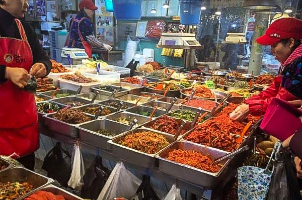 Sample cooked food at Suwon's market