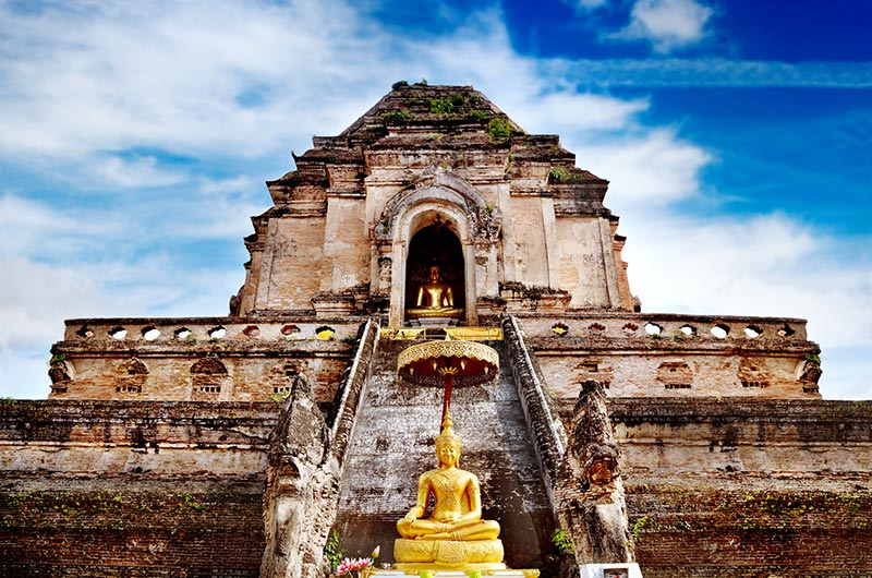 Wat Chedi Luang Temple in Chang Mai