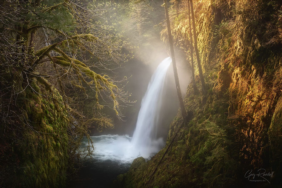 Pacific Northwest waterfalls at Columbia River Gorge   Photography by Gary Randall