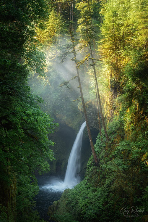 Fabulous waterfalls at Columbia River Gorge, Pacific Northwest | Photography by Gary Randall