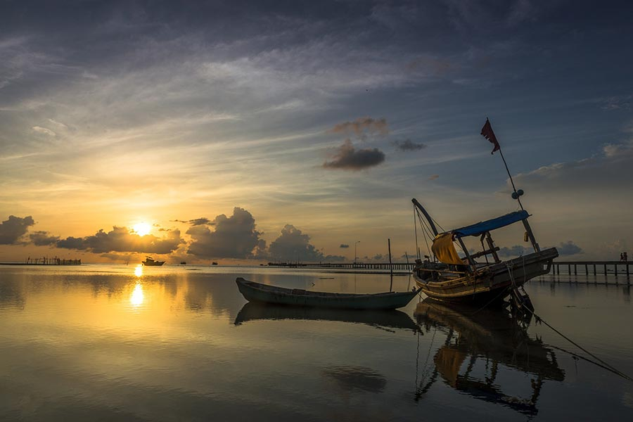 Watch sunrise in Ham Ninh when you visit Phu Quoc