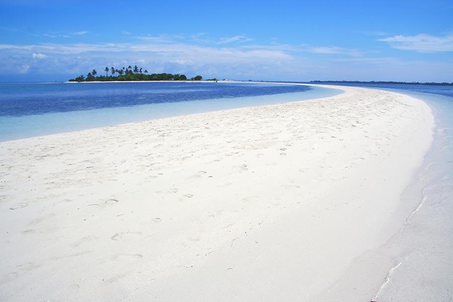 Relax on the beach on Pontod Island, Bohol